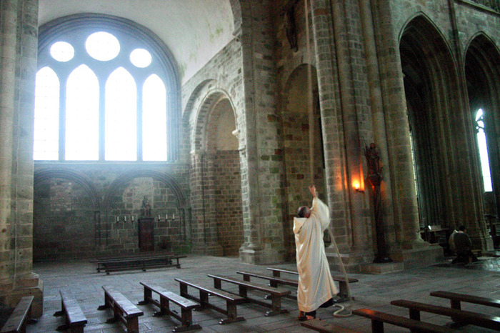 Liturgies monastiques à l'abbatiale du Mont-Saint-Michel
