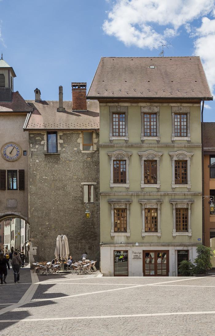 La maison annecy location maison avec jardin et terrasse for Association travaux maison