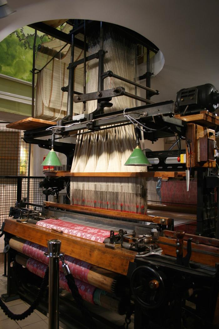 Journées du patrimoine 2018 - Visite du musée-atelier des canuts et démonstration de tissage sur le Jacquard du XXe siècle.