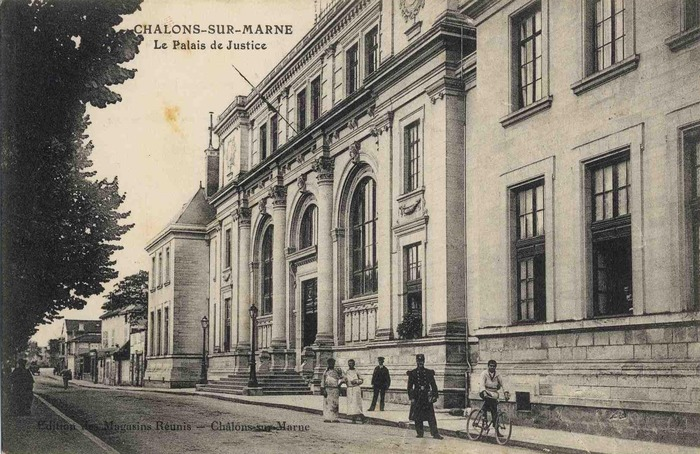 Crédits image : Carte postales Archives municipales