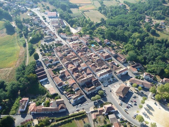 Crédits image : © Vue aérienne de la Bastide de Monfort-En-Chalosse