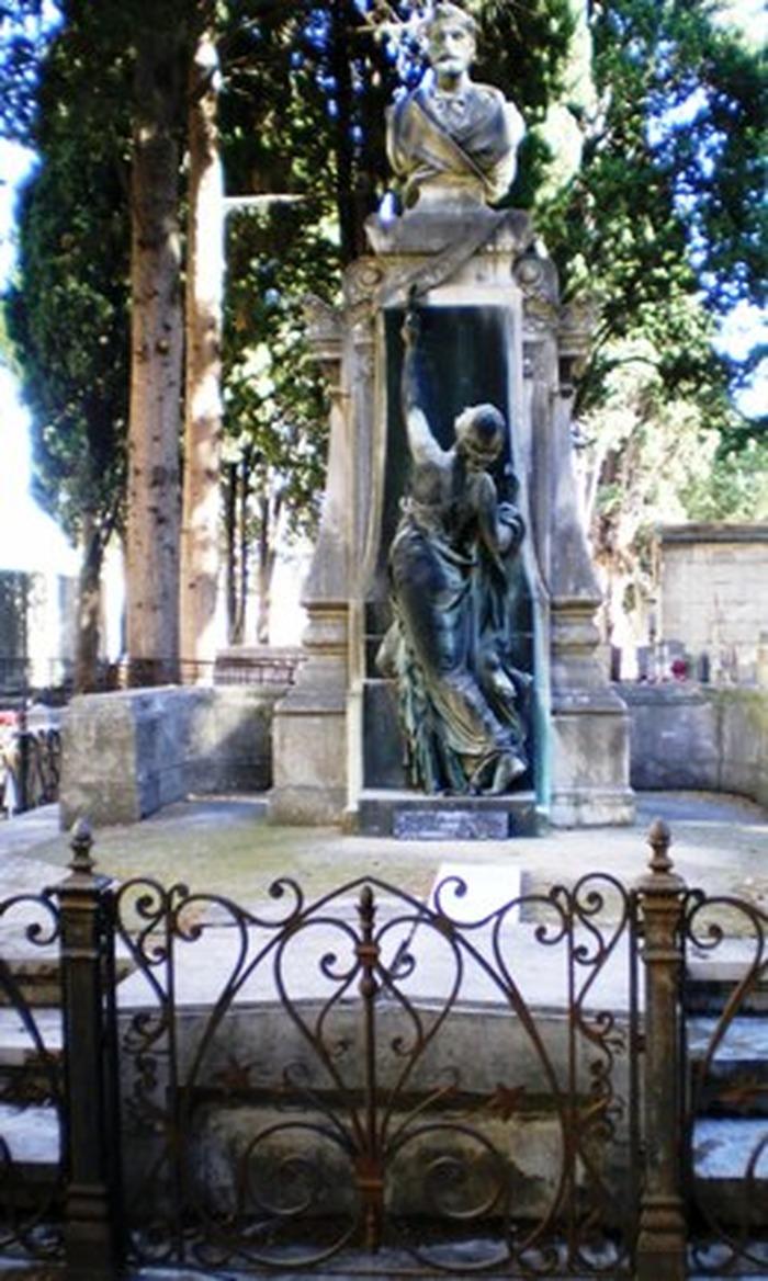 Crédits image : Cimetière protestant : tombe de Frédéric Bazille, peintre pré-impressionniste montpelliérain.