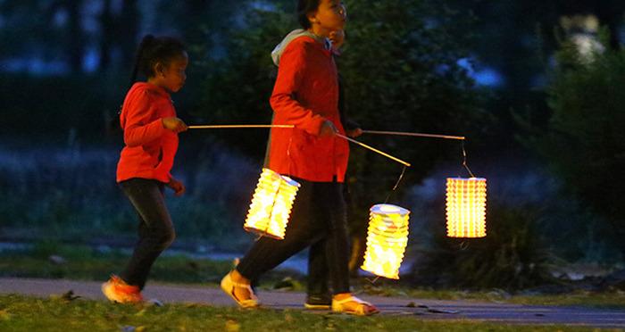 Retraite aux lampions le long de la Loire
