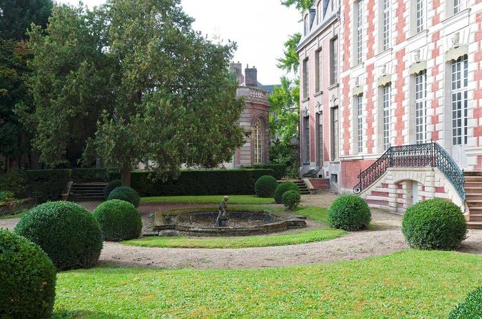 Crédits image : Hôtel de Berny Cour arriere cl. T. Rambaud-Musée de Picardie