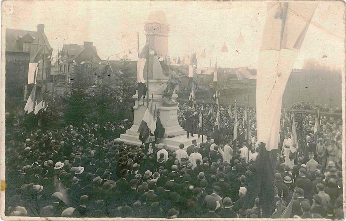 Journées du patrimoine 2018 - Visite guidée à 3 voix autour du monument aux morts  :