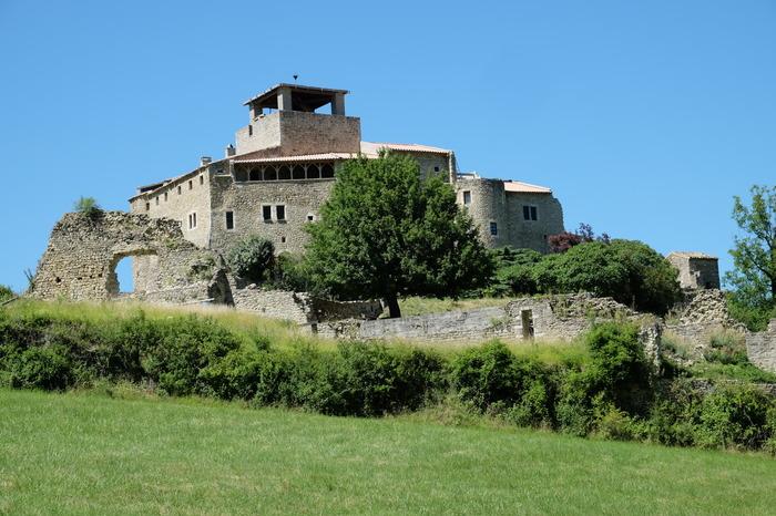 Journées du patrimoine 2017 - Vestiges d'un bourg castral en cours de reconstruction.