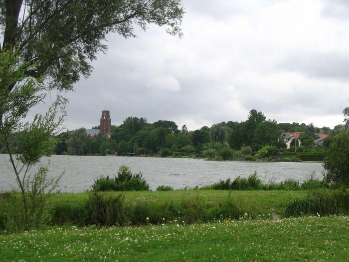 Crédits image : Vue des étangs de Cléry-sur-Somme et de son église