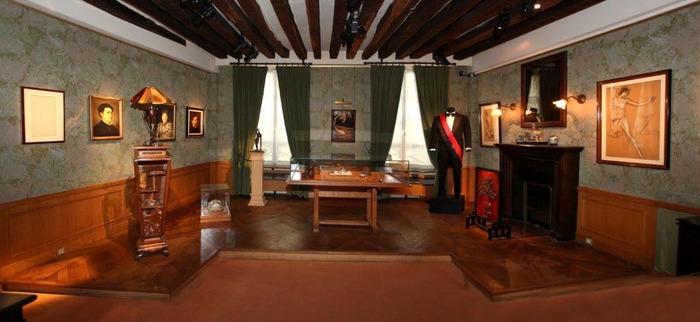 Crédits image : Vue intérieure de la maison natale Claude-Debussy. Saint-Germain-en-Laye, maison natale Claude-Debussy. Cl. J. Paray