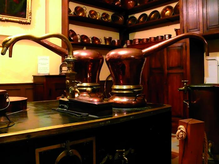 Journées du patrimoine 2019 - Visite commentée des trois pièces de l'ancienne pharmacie dont le remarquable laboratoire.