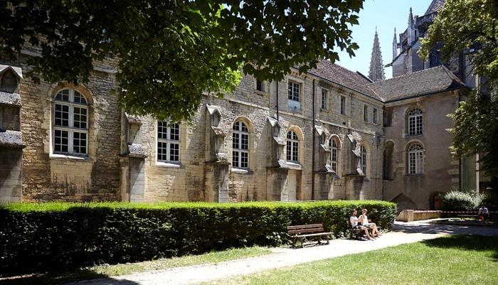 Journées du patrimoine 2018 - Visite commentée de l'exposition Bourgogne-Franche-Comté. Terre de préhistoire