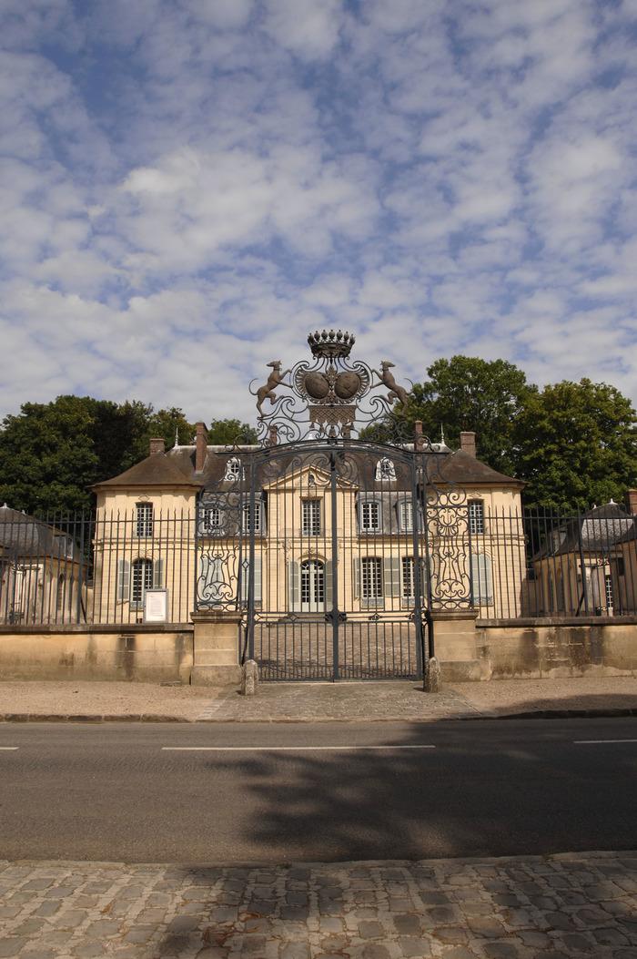 Journées du patrimoine 2018 - Visite commentée des extérieurs, architecture, histoire de la famille, présentation du parc.