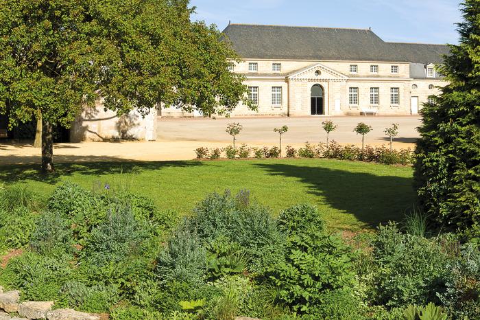 Journées du patrimoine 2018 - Visite commentée des ruines et du parc du château Foullon, accompagnée d'une exposition