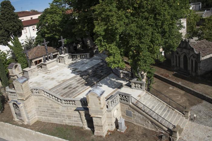 Journées du patrimoine 2018 - Visite commentée du calvaire, de l'église Sainte-Croix et de son cloître.