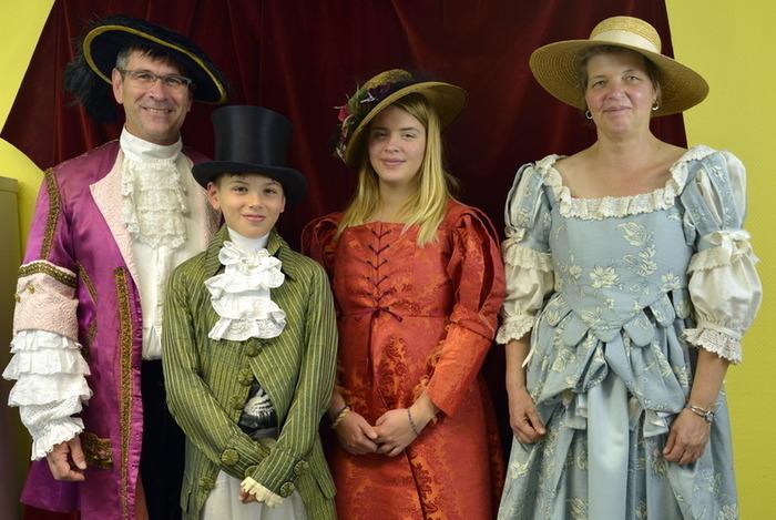 Journées du patrimoine 2018 - Visite de la costumerie de la MJC de Sainte-Foy-les-Lyon.