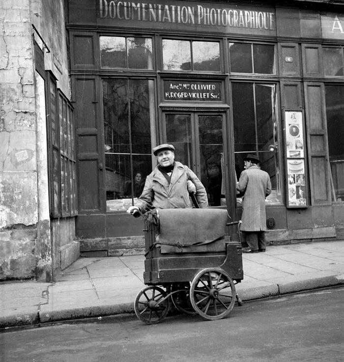 Crédits image : Photo : L'agence Roger-Viollet, 6 rue de Seine à Paris, hiver 1951 © Roger-Viollet