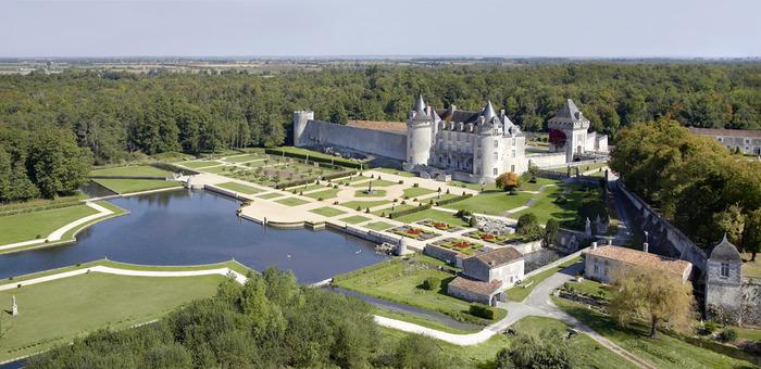 Journées du patrimoine 2018 - Visite des jardins à la française, du parcours PréhistoZen et accès au musée de la préhistoire et à l'exposition sur l'histoire des jardins.