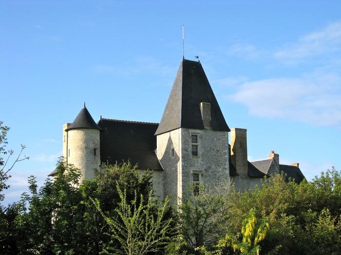 Journées du patrimoine 2018 - Visite guidée de Breil de Foin, musée d'art et d'histoire d'époques romane, gothique et Henri IV, dans un parc botanique.