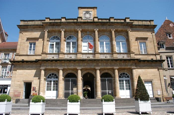Journées du patrimoine 2018 - Visite guidée de l'hôtel de ville de Moulins avec les élus.