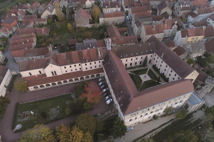 Journées du patrimoine 2018 - Visite guidée de la Maison Lacordaire. Visite libre de la cour haute avec point de vue sur la vallée de l'Ozerain