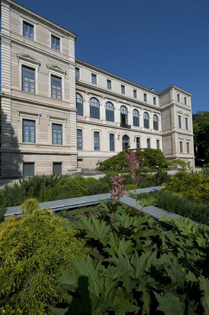 Crédits image : Façade du musée d'Art et d'Industrie. Gil Lebois 2012