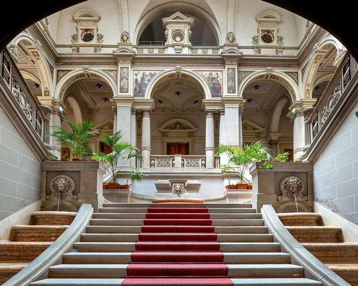 Crédits image : Escalier d'honneur du Palais du Rhin ©DRAC Grand Est / Claude Menninger.