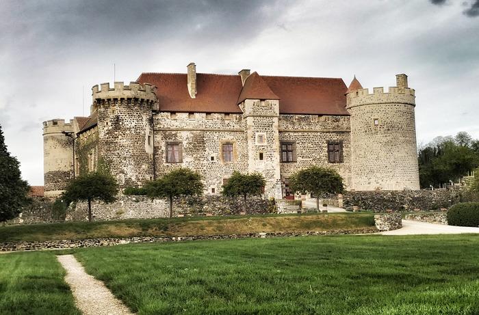 Journées du patrimoine 2018 - Visite guidée du château de Saint Saturnin et découverte de la tour des Reines restaurée en 2017-2018.