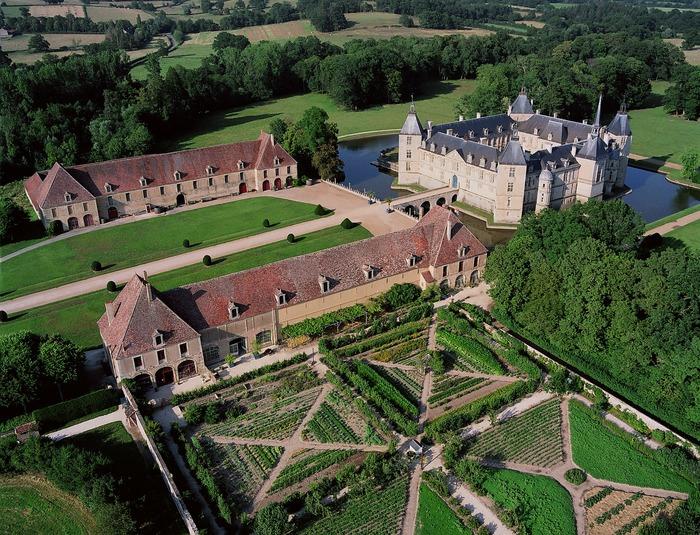 Crédits image : Château de Sully en Bourgogne