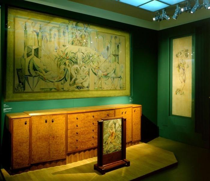 Crédits image : La salle à manger de Paul et André Vera dans leur propriété de La Thébaïde. Saint-Germain-en-Laye, musée municipal. Paris, Mobilier national (dépôt). Cl. L. Sully-Jaulmes