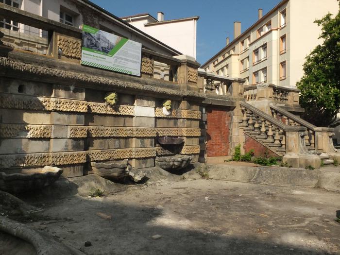"""Journées du patrimoine 2018 - Visite guidée du square du 102e R.I. par """"Histoire et Patrimoine de St-Étienne""""et l'AFPA."""
