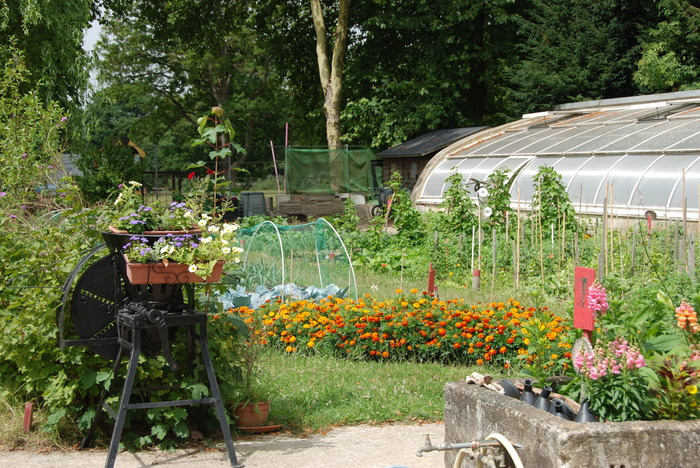 Journées du patrimoine 2018 - Visite historique du Domaine de la Cour Roland au travers du jardin potager de l'ancien château.