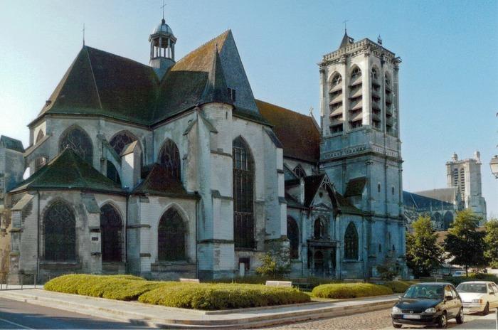 Crédits image : église Saint-Nizier de Troyes côté nord et cathédrale Saint-Pierre - Photographie : Mr Fourrier