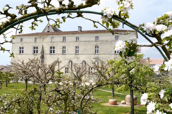 Journées du patrimoine 2017 - Visite libre de la Commanderie des Antonins, de la Collégiale et des jardins