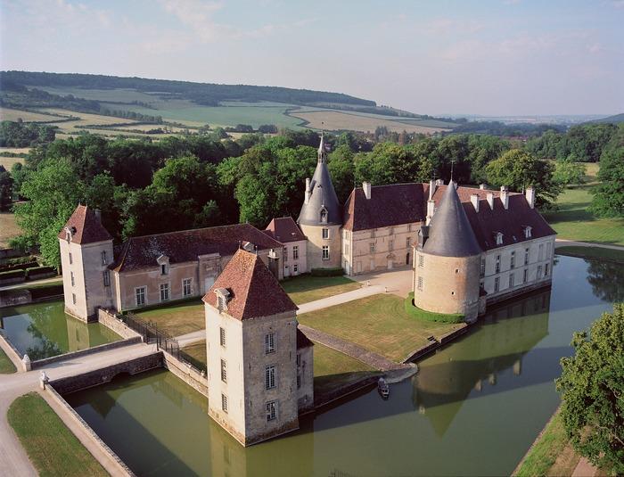 Journées du patrimoine 2018 - Visite libre du parc et de l'exposition temporaire de Statues de Jean-Marc de Pas, puis guidée du Château de Commarin