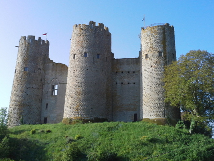 Journées du patrimoine 2018 - Visite libre du vieux logis et des trois tours nord du château de Bourbon l'Archambault.