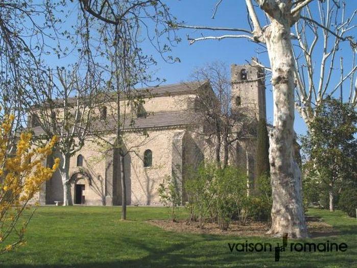 Crédits image : Cathédrale Notre-Dame de Nazareth réf 8-01 - Service Communication Ville de Vaison-la-Romaine