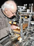 Journées du patrimoine 2016 -Démonstration de tissage sur métiers à tisser miniatures et grandeur nature