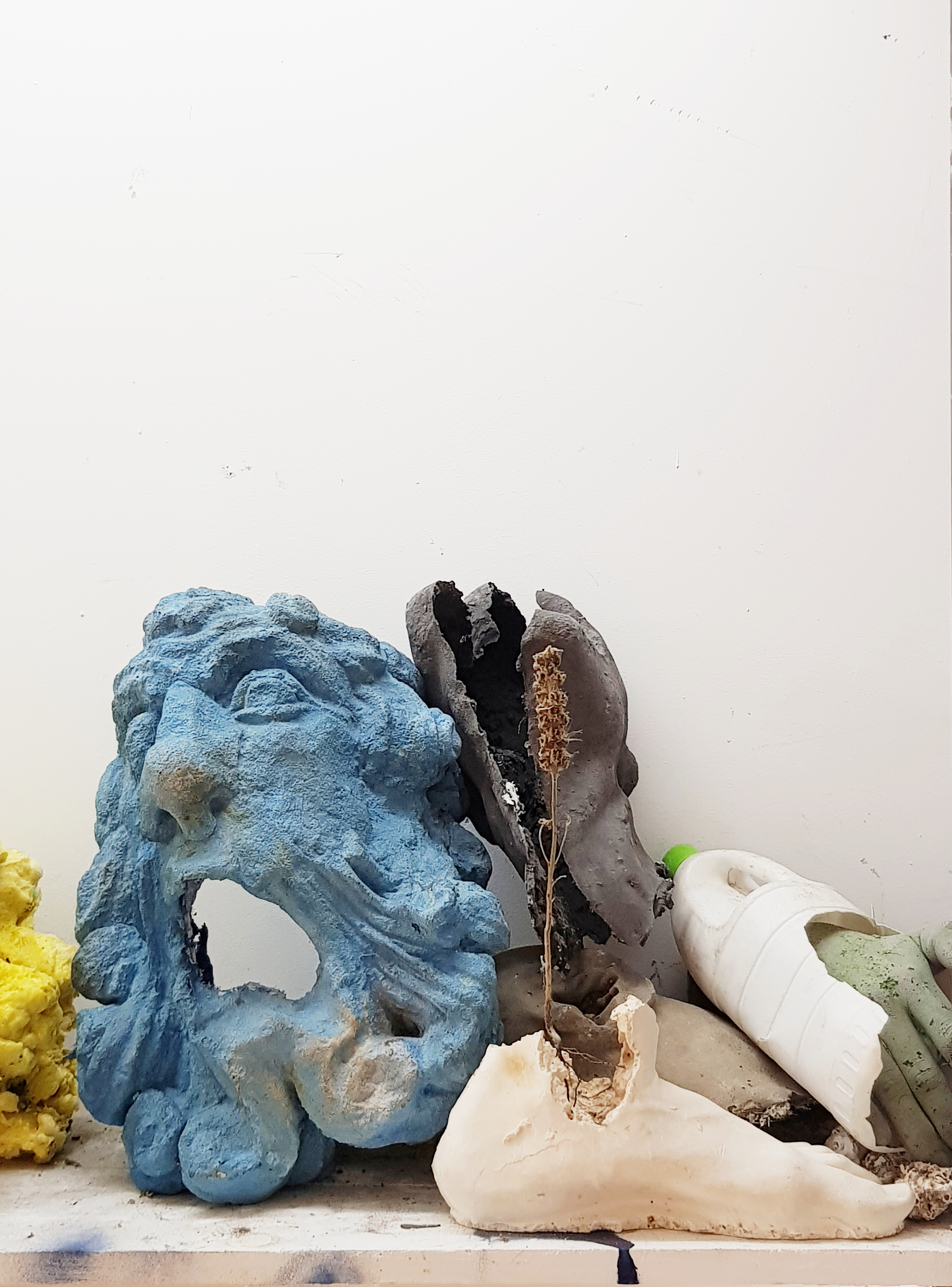 Présentation des œuvres créées par l'artiste plasticien Ugo Schiavi au cours de sa résidence arlésienne, qui a commencé au début de l'année 2021.