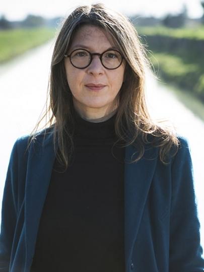 Virginie Maris s'interroge sur les façons de faire entrer les problèmes de la crise environnementale en politique et sur l'importance de repenser une nature libre et autonome.