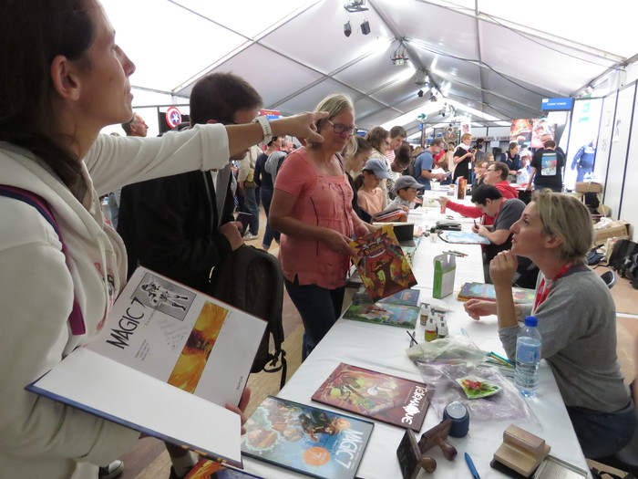 The 33rd book festival of Mouans-Sartoux welcomes you on 2, 3 and 4 October 2020 with a new space dedicated to comics! On the program: autographs, meetings, games... and more!