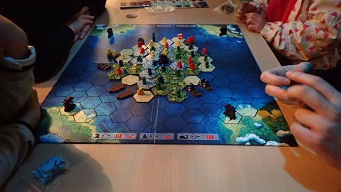 Nuit des musées 2019 -Démonstration de jeux de société au milieu des aquariums