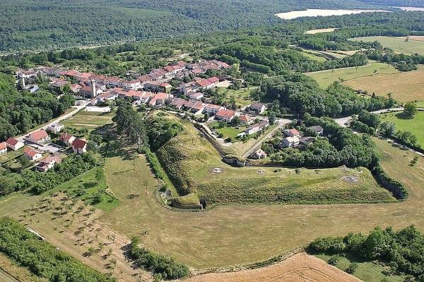 Crédits image : Vue de la batterie nord du fort de Villey-le-Sec, Wikimedia Commons