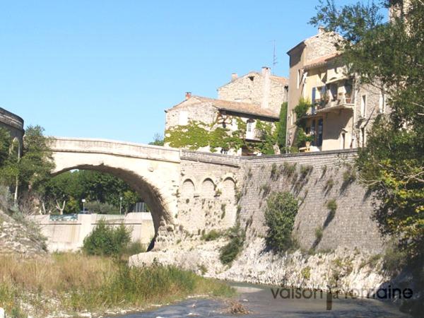 Crédits image : Service communication Ville de Vaison-la-Romaine : Le Pont romain réf. 6-02