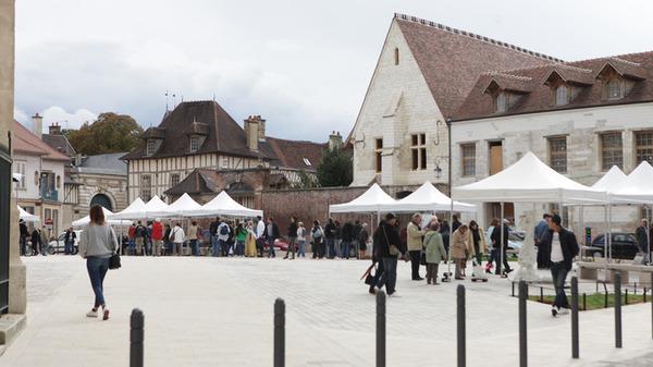 Crédits image : Crédit photo : Animation sur le parvis de la cathédrale - Adrien Clergeot, Ville de Troyes