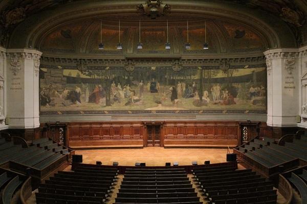 Crédits image : Grand Amphithéâtre de la Sorbonne © Chancellerie des universités de Paris