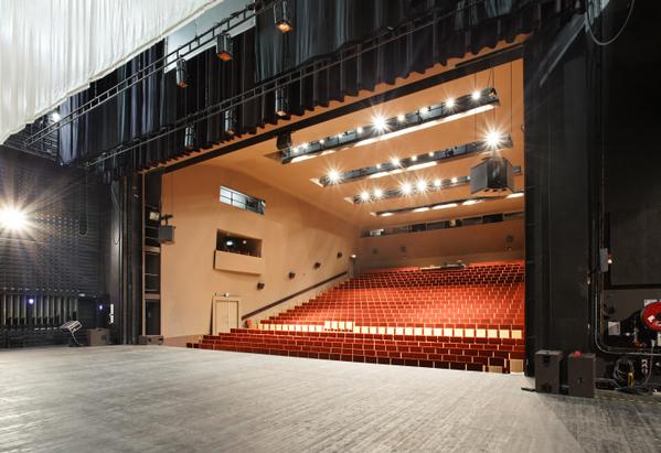Crédits image : Salle de spectacle du Théâtre Auditorium de Poitiers © Arthur Péquin