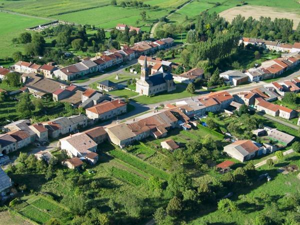 Crédits image : Halles-sous-les-Côtes - Vue aérienne - Photo prise par Julien Jacquet