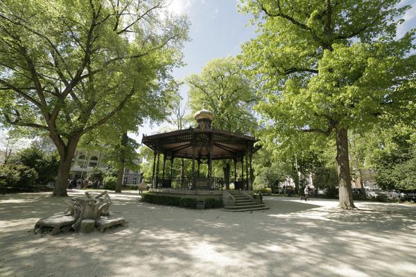 Crédits image : Crédit photo : Kiosque à musique, Jardin du Rocher - Carole Bell, Ville de Troyes