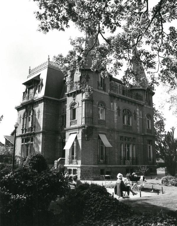 Crédits image : Le château des Tourelles après 1950 (AMBC, Studio François-Claude Lebailly)