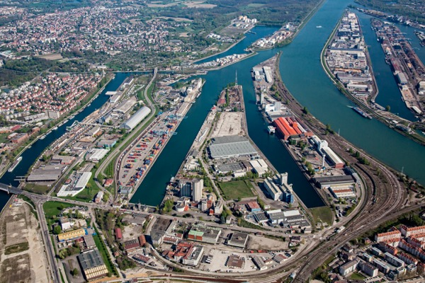 Crédits image : Strasbourg, vue aérienne du port autonome, Région Grand Est - Inventaire général - photographie Christophe Hamm