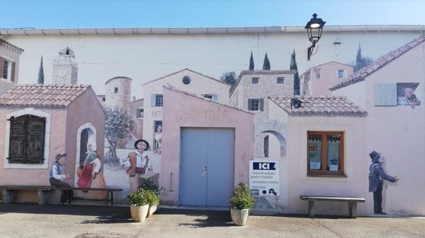 Crédits image : Le village provençal miniature de Grignan. Licence libre.